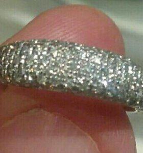 Женское колечко с бриллиантами