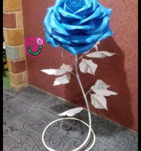 Интерьерная роза. Высота 150см. Бутон56см.
