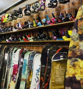 Сноуборды, горные лыжи, зимняя одежда, ботинки