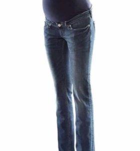 Джинсы H&M для беременных с блузой