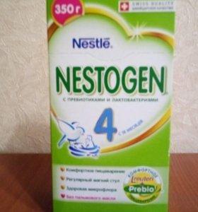 Смесь Nestogen 4. Набор для кормления.