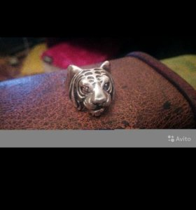 Серебряное кольцо виде тигра