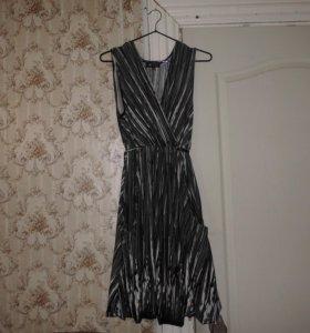 Платье-тюльпан серое в полоску