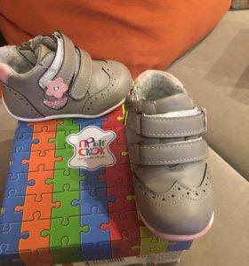 Ботинки (кроссовки) для девочки
