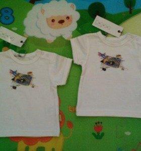 новые с этикетками футболочки на новорожденных