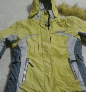 Куртка от лыжного костюма.