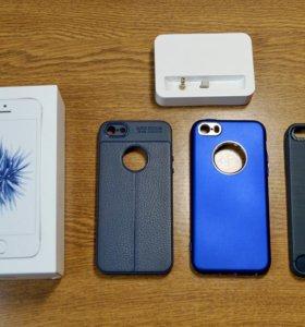 iPhone SE 32 GB Silver + чехлы + док-станция
