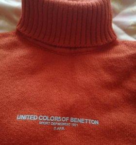 Новый свитер из натуральной шерсти.