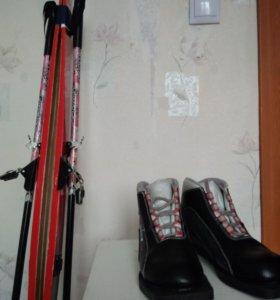Лыжи и ботинки 33 размер ддя школы.