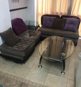 Мягкая мебель и 2 журнальных стола