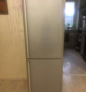 Холодильник Самсунг 2017 г.в.