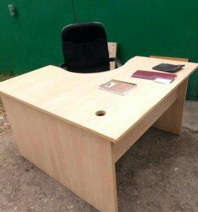 Угловой рабочий стол