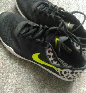 Новые кроссовки Nike 39р