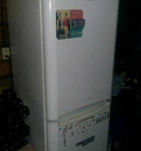 Продам рабочий холодильник.