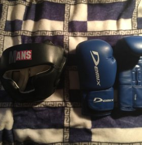 Перчатки и шлем