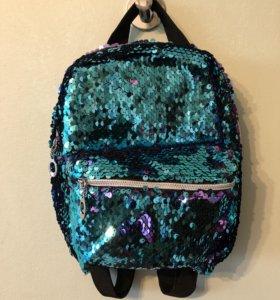 Маленький блестящий рюкзак из разноцветных пайеток