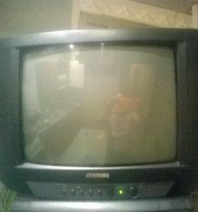 Продам цветной телевизор б/у с кронштейном