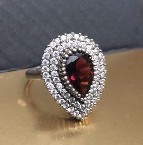 Изысканные серьги и кольцо