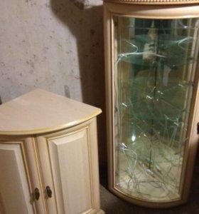 Угловая витрина для гостиной