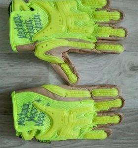 Перчатки с кожаными вставками