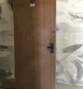 Деревянная дверь с хорошим замком
