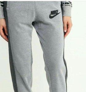 Спортивки Nike