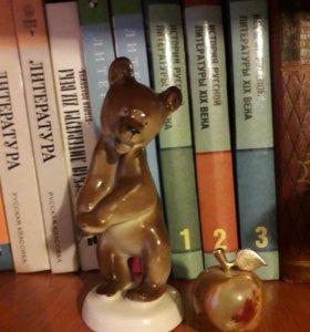 """Фарфоровая статуэтка """"Медведь"""" + яблочко"""