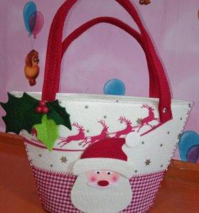 Новая декоративная сумочка из фетра.