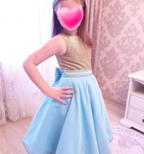 Праздничное платье с короной