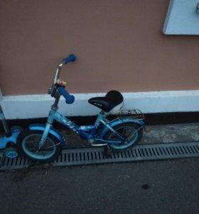 Велосипед детский, есть дополните маленьки колеса