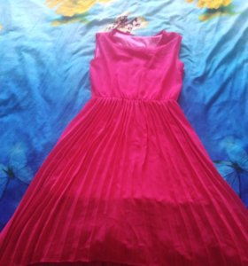 Платье размер 40-42 примерно