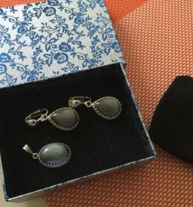 Клипсы и подвеска. Серебро и лунный камень.