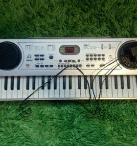 Синтезатор (электронное пианино)