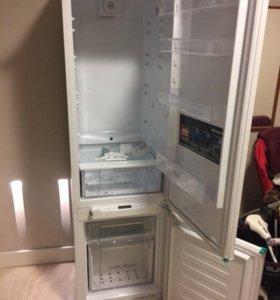 Встраиваемый холодильник Ariston bcm 33 af rf