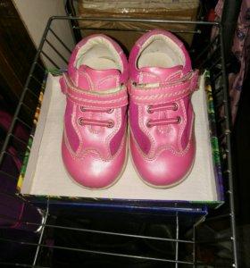 Ботинки для девочки 22р