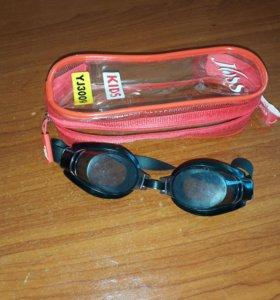 Очки для плаванья.