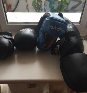 Перчатки, шлем, щитки