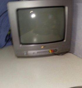 Телевизор и полка