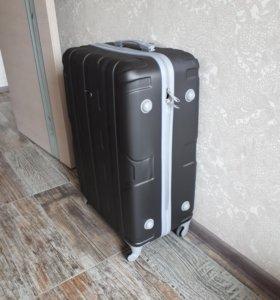 Продам большой чемодан