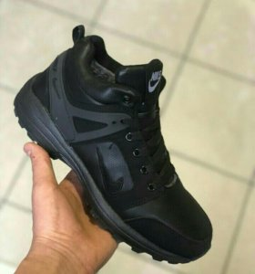 НОВЫЕ ЗИМНИЕ КРОССОВКИ Nike р. 41