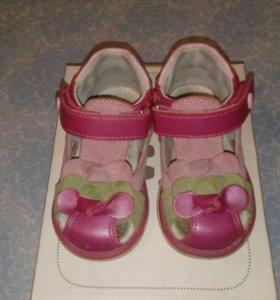Детские сандалии.