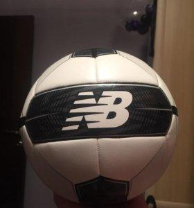 Футбольный мяч New Balance