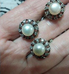 Серебрянный комплект-Серьги и кольцо с жемчугом.