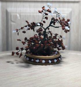 Дерево из яшмы