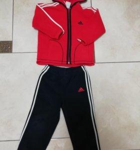 Спортивный костюм унисекс фирмы Adidas