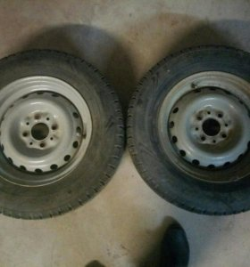 Продам два колеса зимние шипов больше поло ою