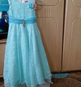 Платье в отличном состоянии.