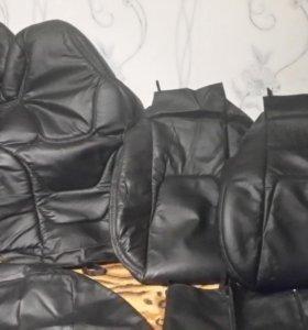 Чехлы на сидения.