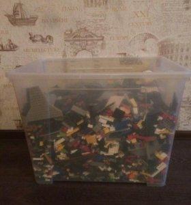 Продам большую коробку lego