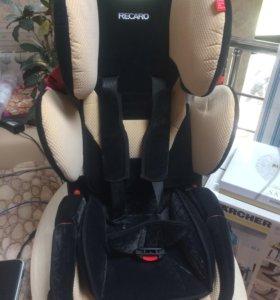 Автомобильное кресло Recaro